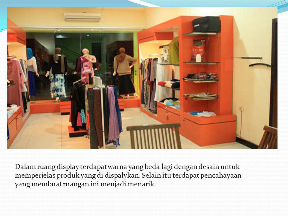 Dalam ruang display terdapat warna yang beda lagi dengan desain untuk memperjelas produk yang di dispalykan.