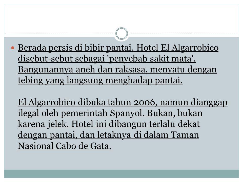 Berada persis di bibir pantai, Hotel El Algarrobico disebut-sebut sebagai 'penyebab sakit mata'. Bangunannya aneh dan raksasa, menyatu dengan tebing y