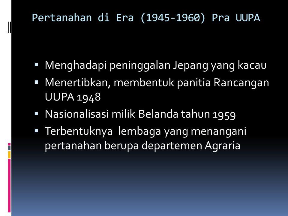 Pertanahan di era UUPA (1960-1965) UUPA diundangkan 24 Sept 1960 Departemen Agraria UU 56 tahun 1960: penataan batas pengua- saan maksimum luas tanah pertanian, PP 10 thun 1961 tentang pendaftaran tanah Akademi Agraria di Jogyakarta; Akademi pendafaran tanah di Semarang Isue Landreform dimanfaatkan petani untuk kepentingan politik; penjarahan perkebunan dan kehutanan mencapai puncak tahun 1965