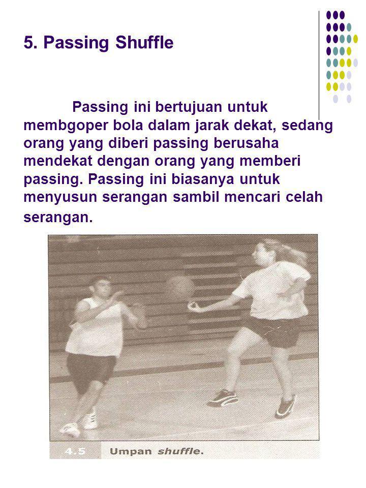 5. Passing Shuffle Passing ini bertujuan untuk membgoper bola dalam jarak dekat, sedang orang yang diberi passing berusaha mendekat dengan orang yang