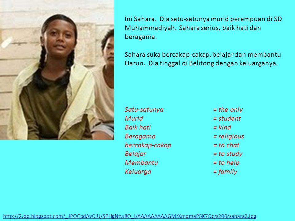 http://2.bp.blogspot.com/_JPQCpdAvCJU/SPHgNtw8Q_I/AAAAAAAAAGM/XmqmaP5K7Qc/s200/sahara2.jpg Ini Sahara. Dia satu-satunya murid perempuan di SD Muhammad