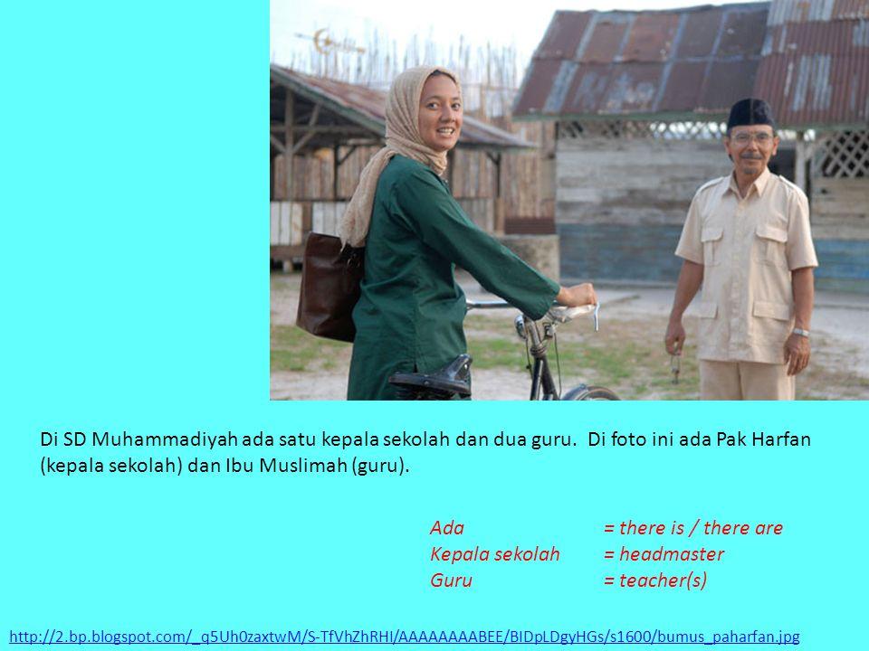 http://2.bp.blogspot.com/_q5Uh0zaxtwM/S-TfVhZhRHI/AAAAAAAABEE/BIDpLDgyHGs/s1600/bumus_paharfan.jpg Di SD Muhammadiyah ada satu kepala sekolah dan dua guru.