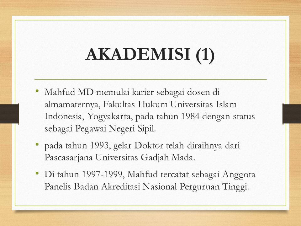AKADEMISI (1) Mahfud MD memulai karier sebagai dosen di almamaternya, Fakultas Hukum Universitas Islam Indonesia, Yogyakarta, pada tahun 1984 dengan s