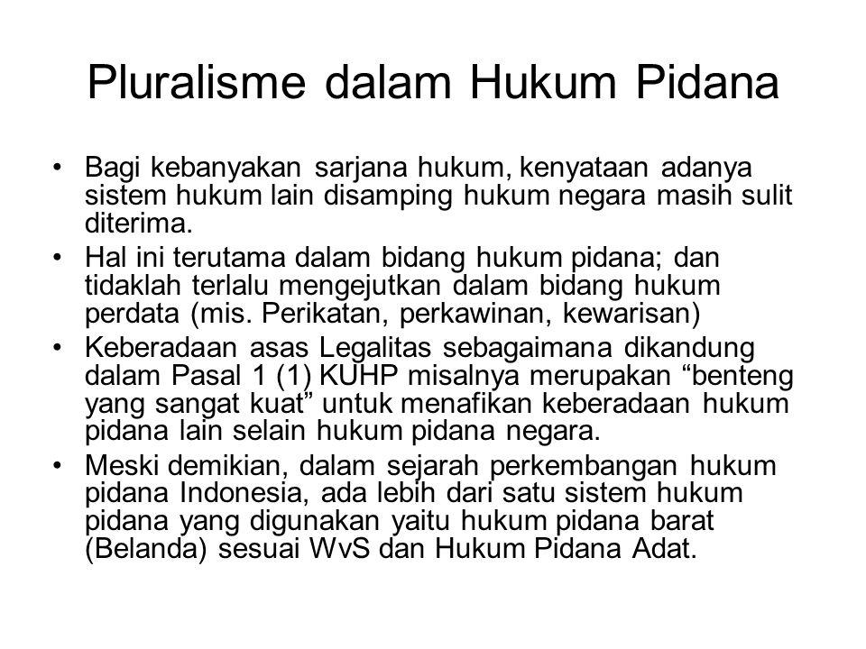 Pluralisme dalam Hukum Pidana Bagi kebanyakan sarjana hukum, kenyataan adanya sistem hukum lain disamping hukum negara masih sulit diterima. Hal ini t
