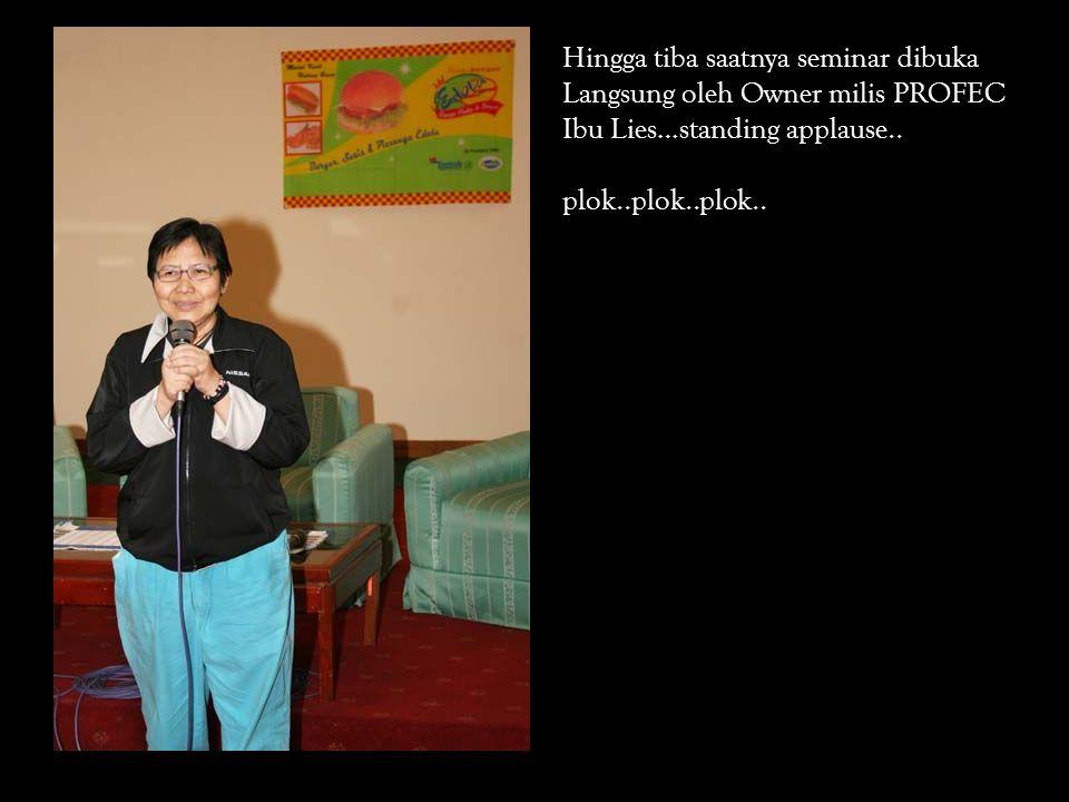 Hingga tiba saatnya seminar dibuka Langsung oleh Owner milis PROFEC Ibu Lies…standing applause..