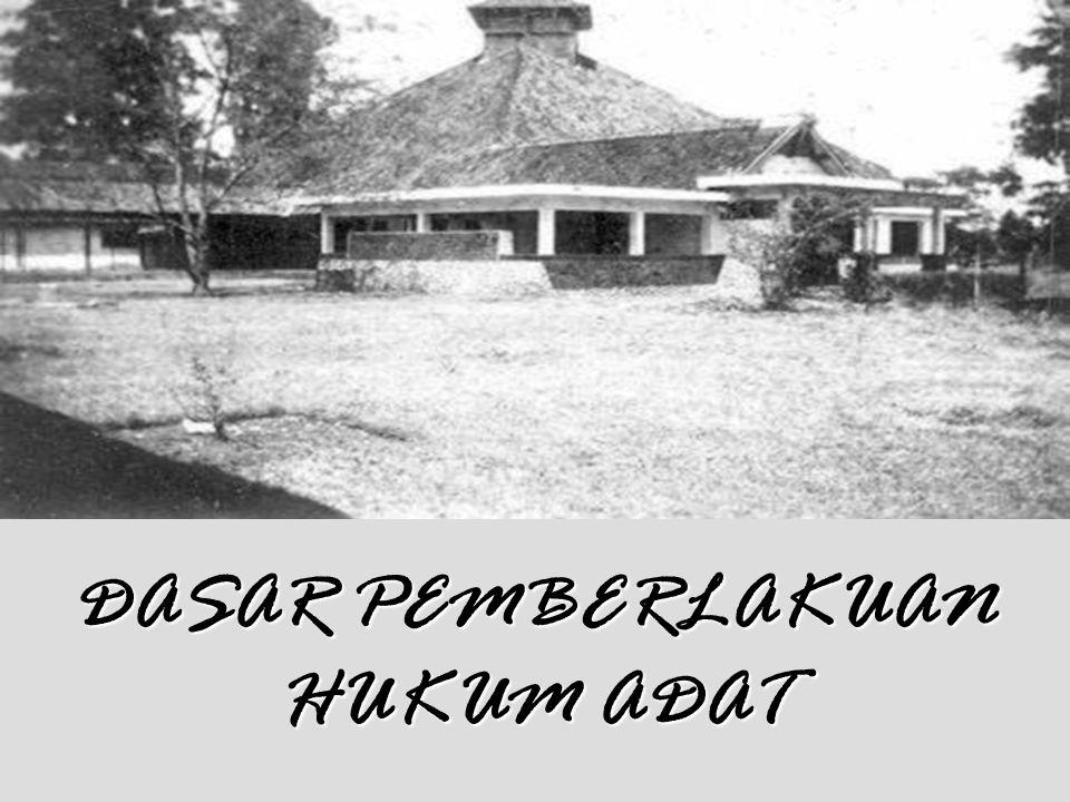"""10 SIFAT HUKUM ADAT 1.HUKUM ADAT ADALAH HUKUM NON STATUTAIR (TIDAK TERTULIS). DJOJODIGOENO : """"Sumber Hk. Adat Indonesia adl urgeran2 (norma2 kehidupan"""