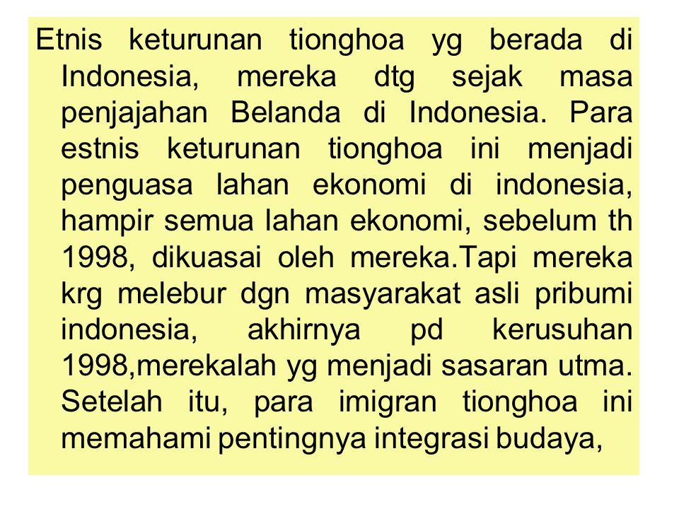 Etnis keturunan tionghoa yg berada di Indonesia, mereka dtg sejak masa penjajahan Belanda di Indonesia. Para estnis keturunan tionghoa ini menjadi pen