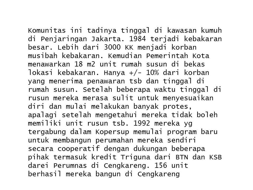 Komunitas ini tadinya tinggal di kawasan kumuh di Penjaringan Jakarta. 1984 terjadi kebakaran besar. Lebih dari 3000 KK menjadi korban musibah kebakar