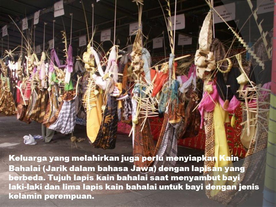 Keluarga yang melahirkan juga perlu menyiapkan Kain Bahalai (Jarik dalam bahasa Jawa) dengan lapisan yang berbeda. Tujuh lapis kain bahalai saat menya