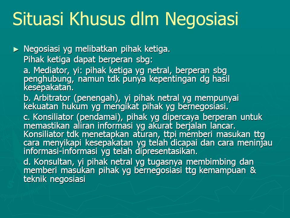 Situasi Khusus dlm Negosiasi ► Negosiasi yg melibatkan pihak ketiga. Pihak ketiga dapat berperan sbg: a. Mediator, yi: pihak ketiga yg netral, berpera