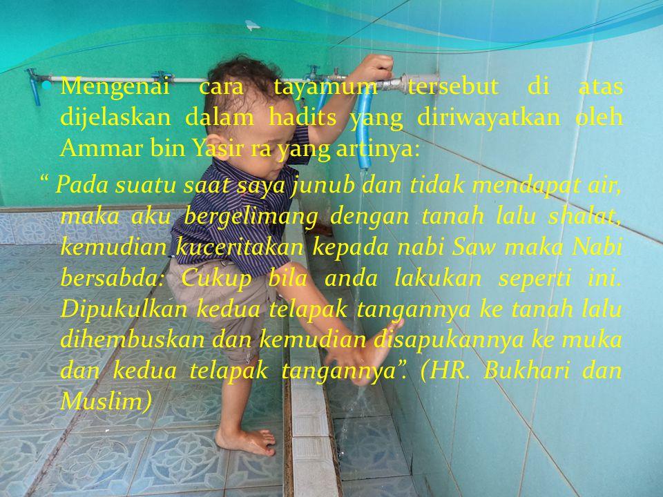 Cara Bertayamum Dalam himpunan Putusan Tarjih Muhammadiyah, diterangkan tata cara tayamum sebagai berikut: a. Meletakkan kedua telapak tangan ketanah,