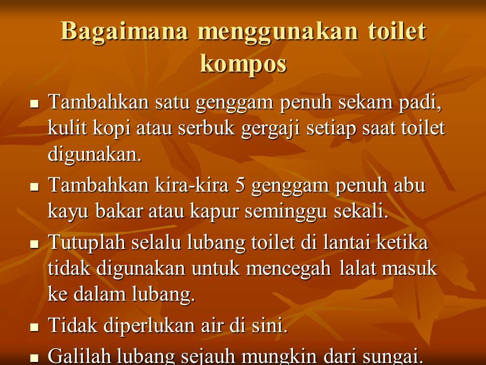Bagaimana menggunakan toilet kompos Tambahkan satu genggam penuh sekam padi, kulit kopi atau serbuk gergaji setiap saat toilet digunakan. Tambahkan sa
