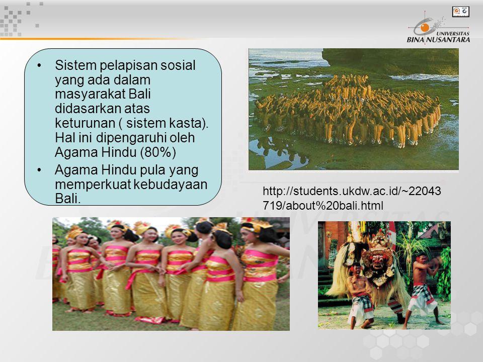 Sistem pelapisan sosial yang ada dalam masyarakat Bali didasarkan atas keturunan ( sistem kasta). Hal ini dipengaruhi oleh Agama Hindu (80%) Agama Hin