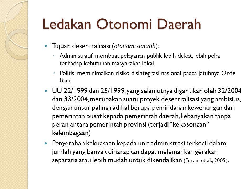 Ledakan Otonomi Daerah Tujuan desentralisasi (otonomi daerah): ◦ Administratif: membuat pelayanan publik lebih dekat, lebih peka terhadap kebutuhan ma