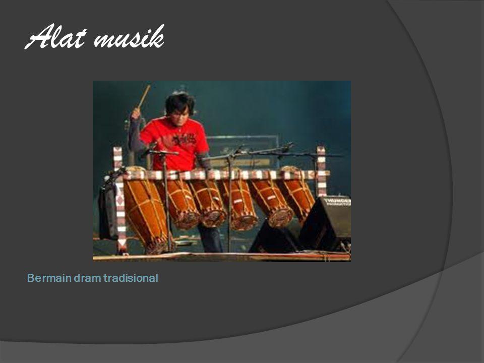 Bermain dram tradisional Alat musik