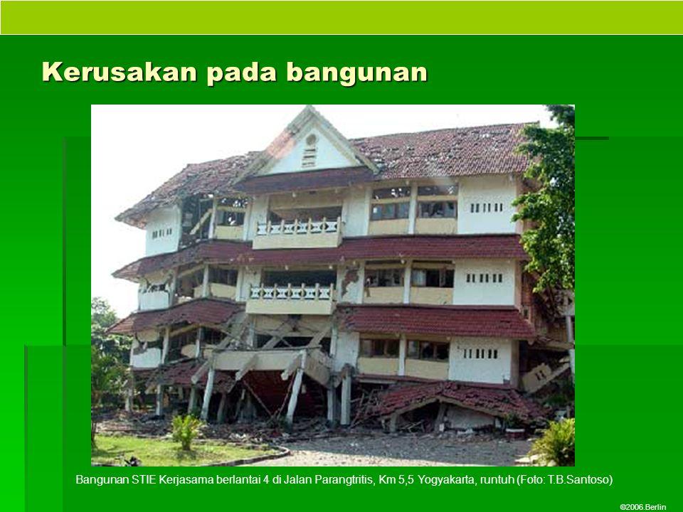 ©2006.Berlin Kerusakan pada bangunan Bangunan STIE Kerjasama berlantai 4 di Jalan Parangtritis, Km 5,5 Yogyakarta, runtuh (Foto: T.B.Santoso)