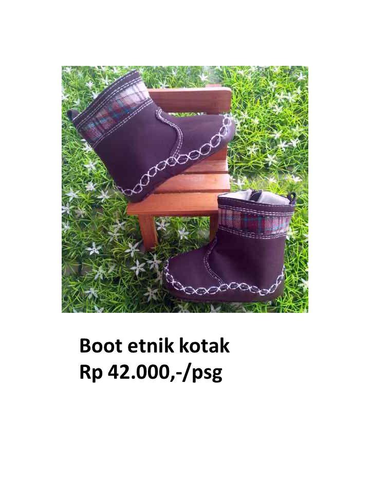 Boot etnik kotak Rp 42.000,-/psg