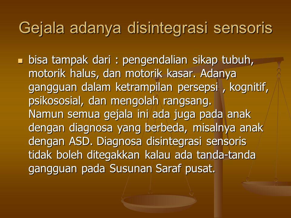Gejala adanya disintegrasi sensoris bisa tampak dari : pengendalian sikap tubuh, motorik halus, dan motorik kasar.
