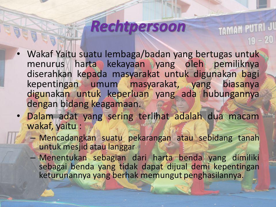 Rechtpersoon Wakaf Yaitu suatu lembaga/badan yang bertugas untuk menurus harta kekayaan yang oleh pemiliknya diserahkan kepada masyarakat untuk digunakan bagi kepentingan umum masyarakat, yang biasanya digunakan untuk keperluan yang ada hubungannya dengan bidang keagamaan.