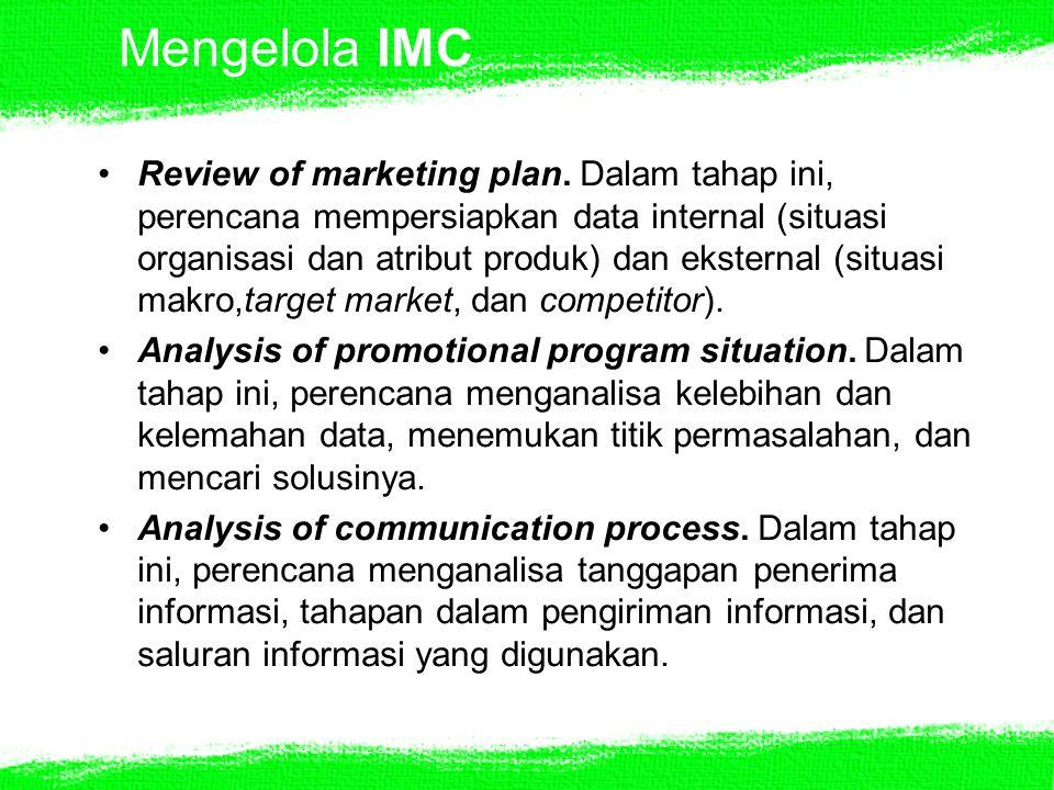 Mengelola IMC Review of marketing plan. Dalam tahap ini, perencana mempersiapkan data internal (situasi organisasi dan atribut produk) dan eksternal (