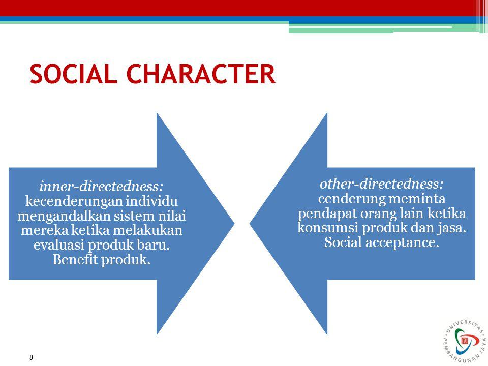 SOCIAL CHARACTER 8 inner-directedness: kecenderungan individu mengandalkan sistem nilai mereka ketika melakukan evaluasi produk baru. Benefit produk.