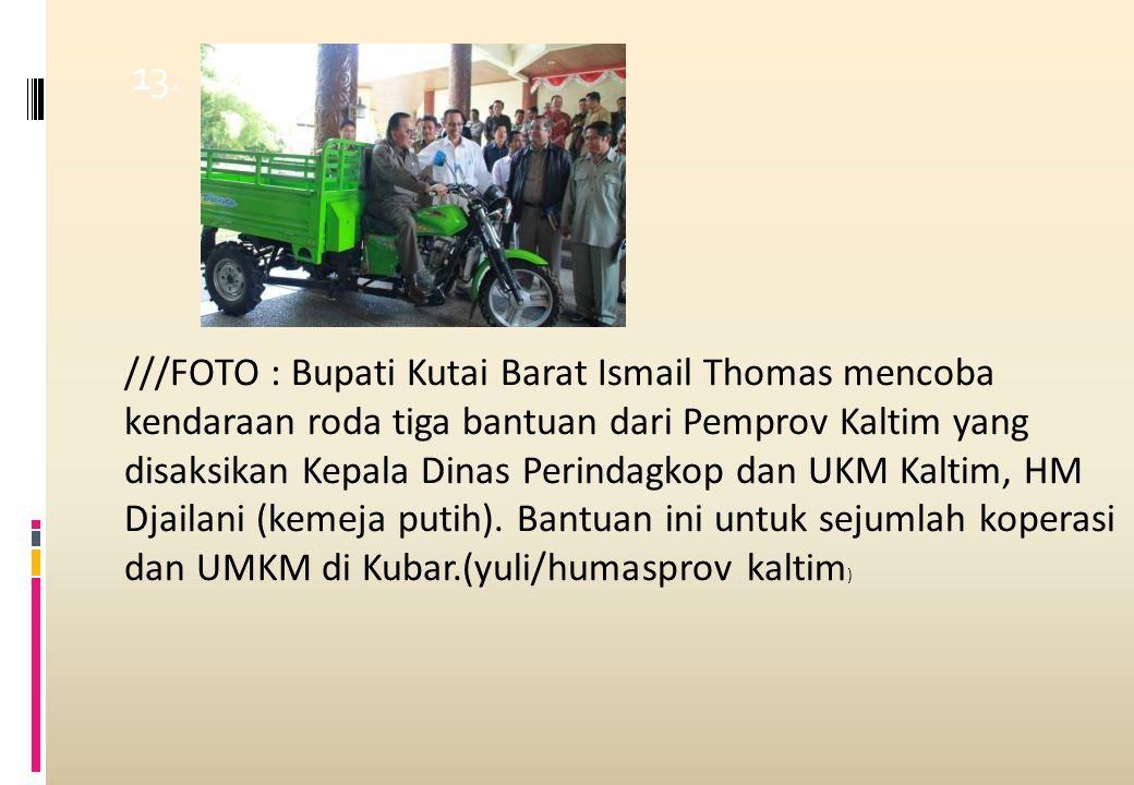 13. ///FOTO : Bupati Kutai Barat Ismail Thomas mencoba kendaraan roda tiga bantuan dari Pemprov Kaltim yang disaksikan Kepala Dinas Perindagkop dan UK