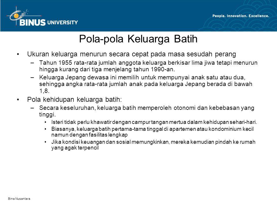 Bina Nusantara Pola-pola Keluarga Batih Ukuran keluarga menurun secara cepat pada masa sesudah perang –Tahun 1955 rata-rata jumlah anggota keluarga berkisar lima jiwa tetapi menurun hingga kurang dari tiga menjelang tahun 1990-an.