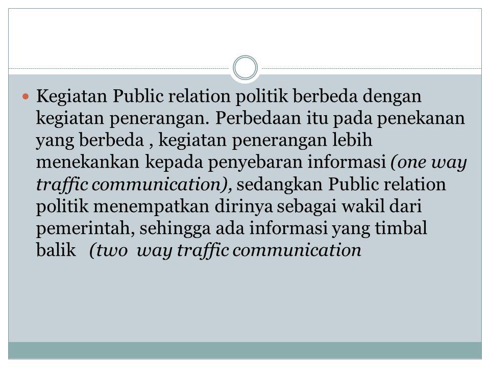 Kegiatan Public relation politik berbeda dengan kegiatan penerangan. Perbedaan itu pada penekanan yang berbeda, kegiatan penerangan lebih menekankan k