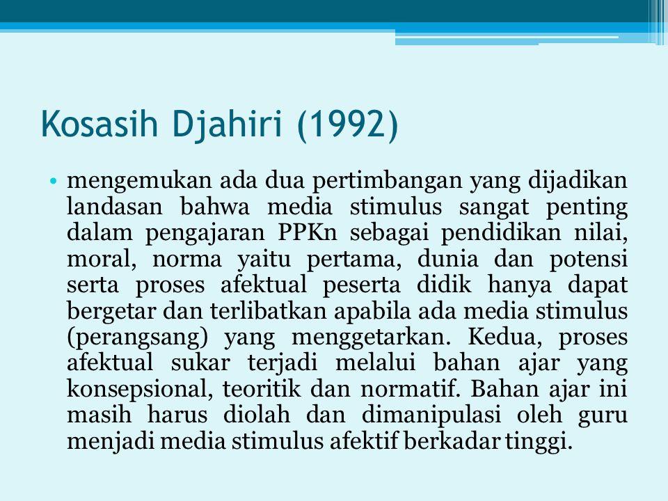 Kosasih Djahiri (1992) mengemukan ada dua pertimbangan yang dijadikan landasan bahwa media stimulus sangat penting dalam pengajaran PPKn sebagai pendi