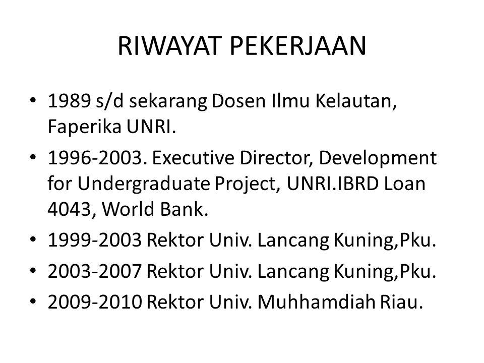 RIWAYAT PEKERJAAN 1989 s/d sekarang Dosen Ilmu Kelautan, Faperika UNRI. 1996-2003. Executive Director, Development for Undergraduate Project, UNRI.IBR
