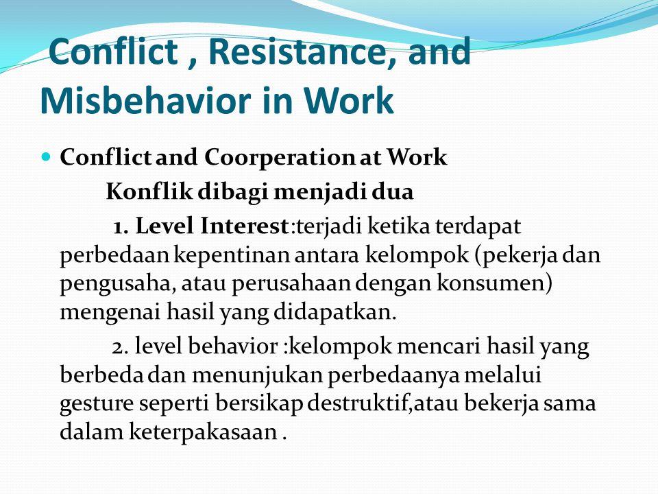 Dalam hubungan industrial konflik terlihat dalam dua hal Konflik yang terjadi pada tingkatan yang lebih luas dalam struktur atau dinamika sosial Konflik yang terjadi dalam situasi yang spontan, atau tidak formal, dalam hal mempertahankan kerja.