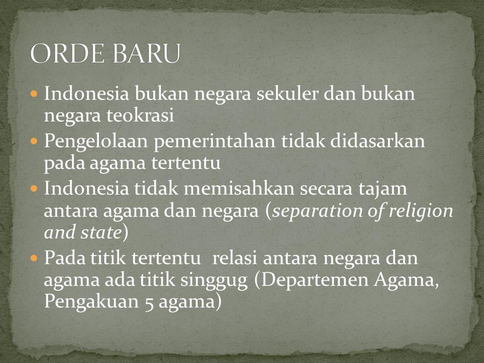 Indonesia bukan negara sekuler dan bukan negara teokrasi Pengelolaan pemerintahan tidak didasarkan pada agama tertentu Indonesia tidak memisahkan seca