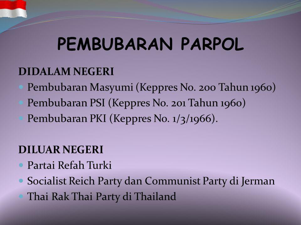 AKIBAT HUKUM PEMBUBARAN Didalam Pasal 10 ayat (2) PMK Nomor 12 Tahun 2008: a.)pelarangan hak hidup partai politik dan penggunaan simbol- simbol partai