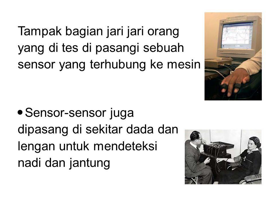 Tampak bagian jari jari orang yang di tes di pasangi sebuah sensor yang terhubung ke mesin Sensor-sensor juga dipasang di sekitar dada dan lengan untu