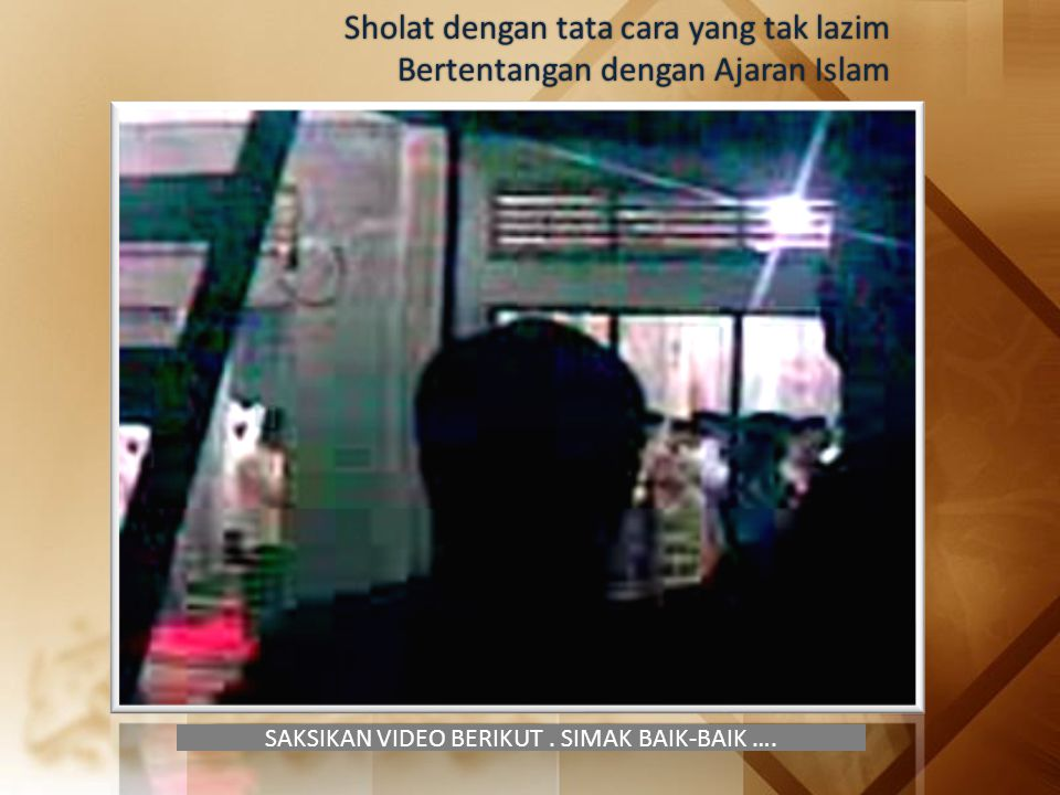 SAKSIKAN VIDEO BERIKUT. SIMAK BAIK-BAIK …. Sholat dengan tata cara yang tak lazim Bertentangan dengan Ajaran Islam