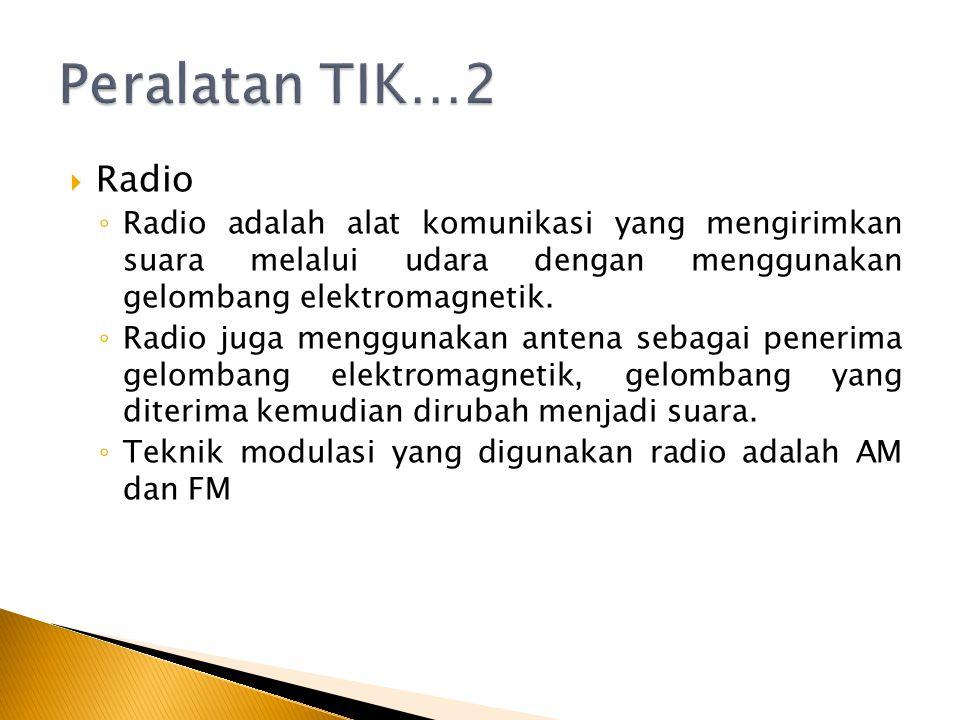  Radio ◦ Radio adalah alat komunikasi yang mengirimkan suara melalui udara dengan menggunakan gelombang elektromagnetik. ◦ Radio juga menggunakan ant