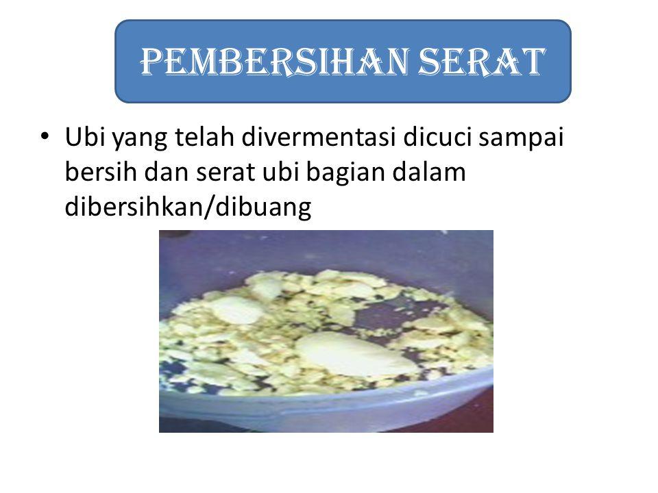 Ubi yang telah divermentasi dicuci sampai bersih dan serat ubi bagian dalam dibersihkan/dibuang Pembersihan Serat