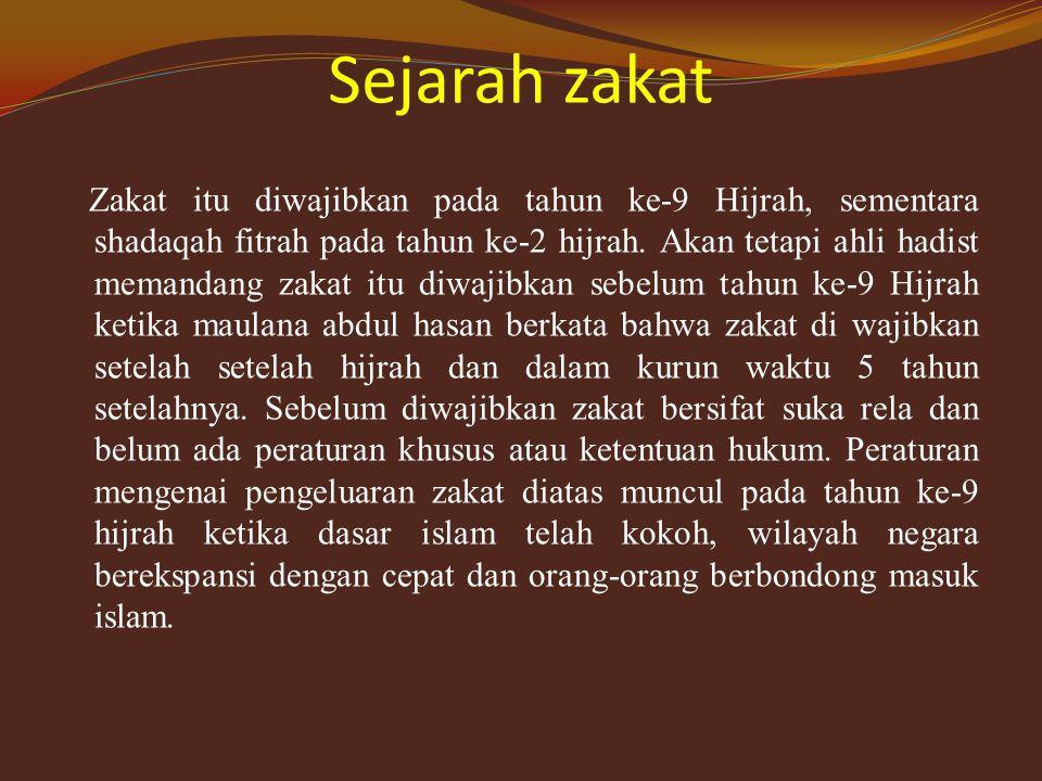 Pengertian zakat Zakat dari istilah fikih zakat dalam syari'at islam sebagai harta yang wajib di berikan kepada orang-orang yang tertentu, dengan syarar-syarat tertentu pula.