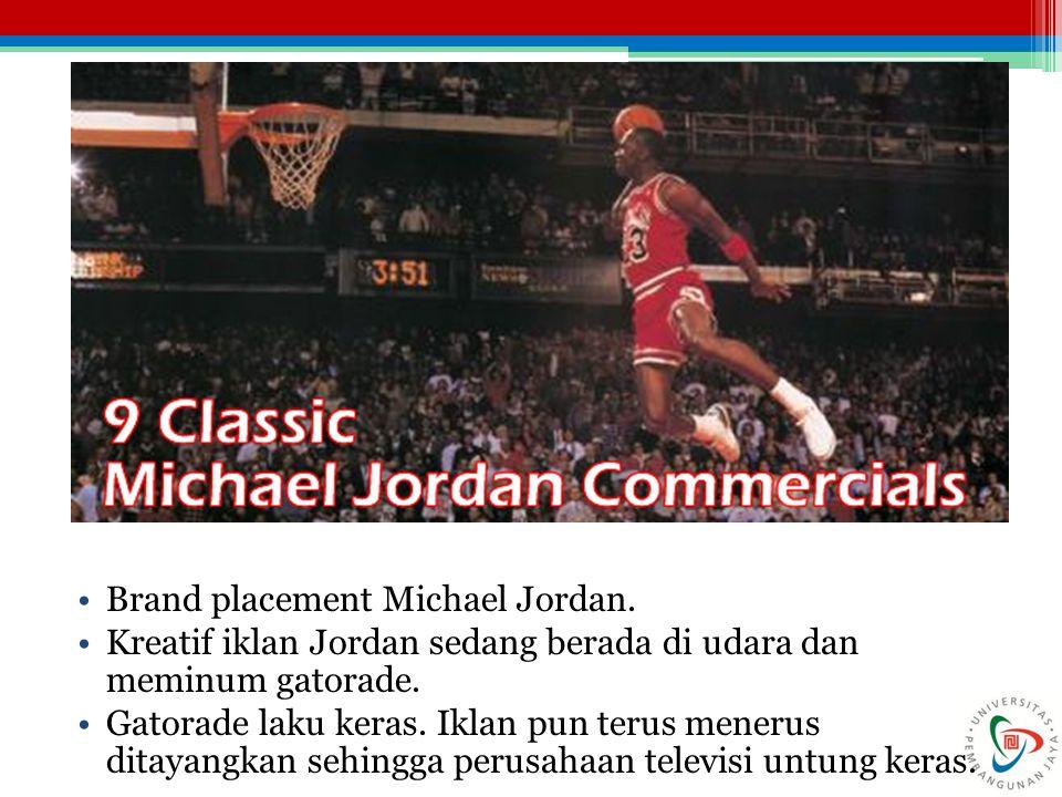 Brand placement Michael Jordan.Kreatif iklan Jordan sedang berada di udara dan meminum gatorade.