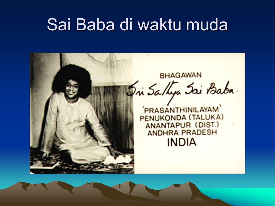 CONTOH KESAKTIAN LAINNYA DARI SAI BABA Bila di dekati Sai Baba, kemudian dia menyentil kening seseorang, maka orang tersebut dalam waktu singkat bisa mengerti banyak bahasa internasional, terutama bahasa Telugu (Daerah di India).