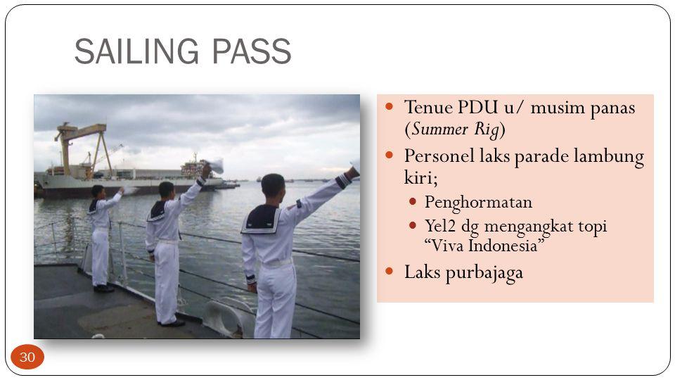 "SAILING PASS Tenue PDU u/ musim panas (Summer Rig) Personel laks parade lambung kiri; Penghormatan Yel2 dg mengangkat topi ""Viva Indonesia"" Laks purba"