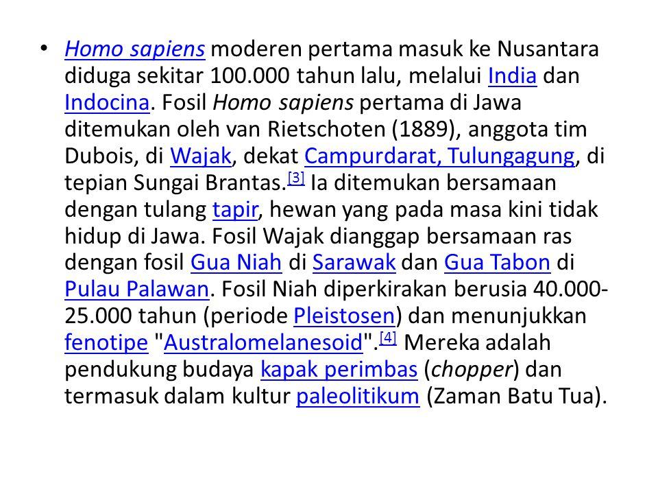 Homo sapiens moderen pertama masuk ke Nusantara diduga sekitar 100.000 tahun lalu, melalui India dan Indocina. Fosil Homo sapiens pertama di Jawa dite