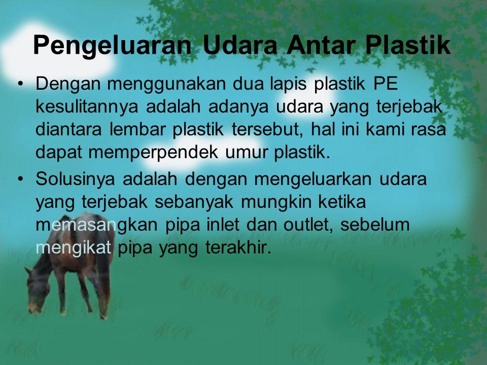 Pengeluaran Udara Antar Plastik Dengan menggunakan dua lapis plastik PE kesulitannya adalah adanya udara yang terjebak diantara lembar plastik tersebu