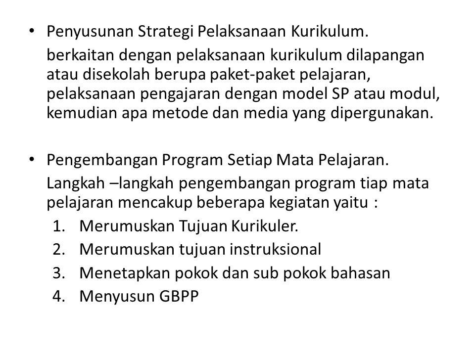 Penyusunan Strategi Pelaksanaan Kurikulum. berkaitan dengan pelaksanaan kurikulum dilapangan atau disekolah berupa paket-paket pelajaran, pelaksanaan