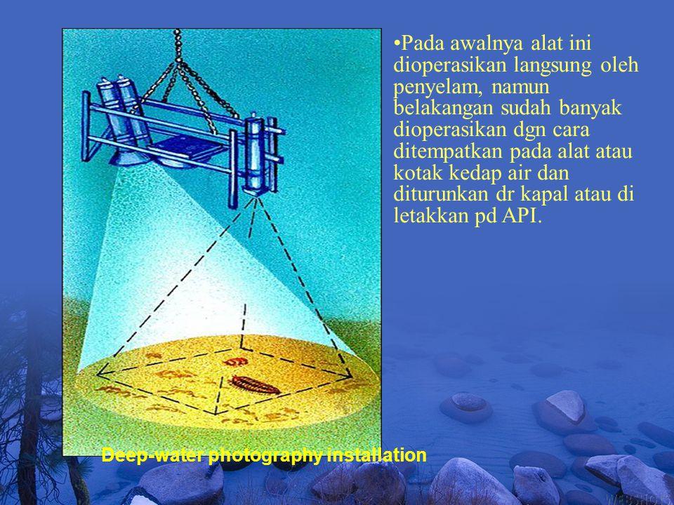 Deep-water photography installation Pada awalnya alat ini dioperasikan langsung oleh penyelam, namun belakangan sudah banyak dioperasikan dgn cara dit