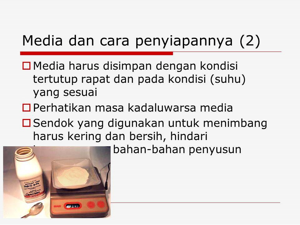 Media dan cara penyiapannya (2)  Media harus disimpan dengan kondisi tertutup rapat dan pada kondisi (suhu) yang sesuai  Perhatikan masa kadaluwarsa media  Sendok yang digunakan untuk menimbang harus kering dan bersih, hindari tercampurnya bahan-bahan penyusun media