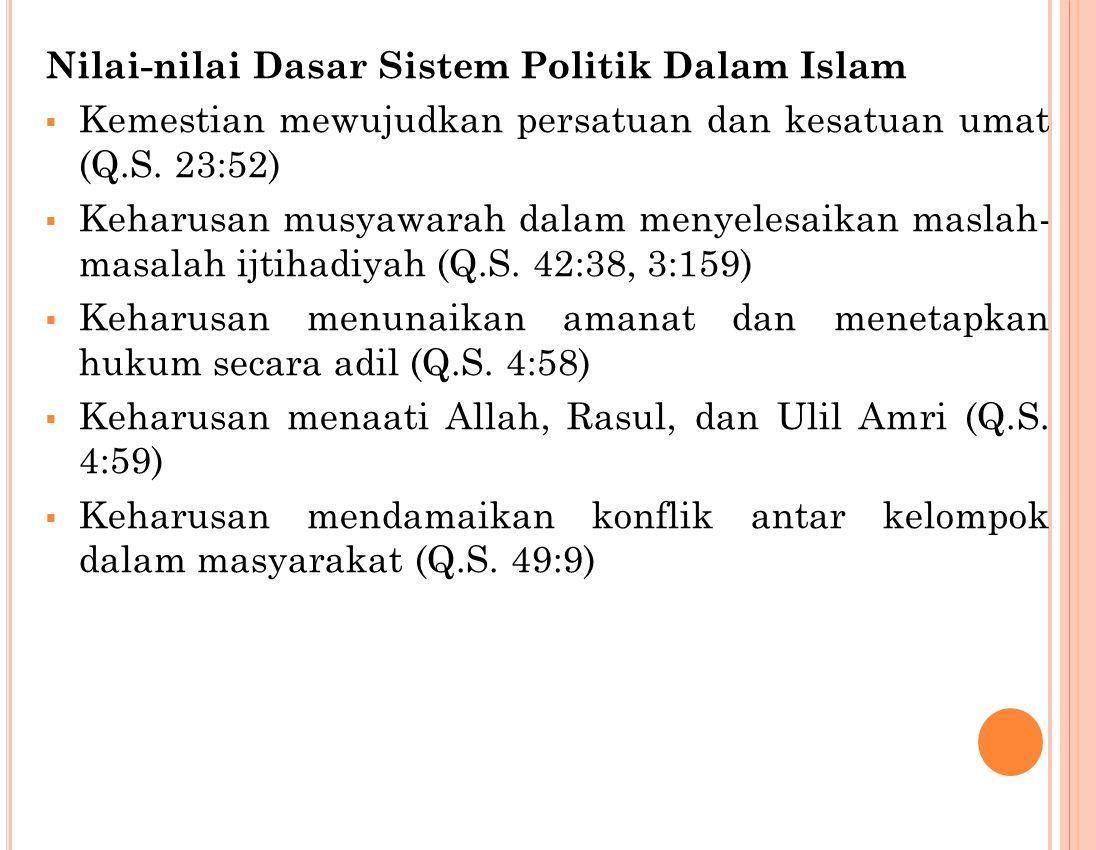 Setidaknya ada 3 pendapat Umat Islam dalam memandang kedudukan sistem politik dalam syariat Islam Islam adalah agama yang serba lengkap, sehingga juga memuat sistem ketatanegaraan, fiqih siyasah merupakan bagian integral dari ajaran Islam.