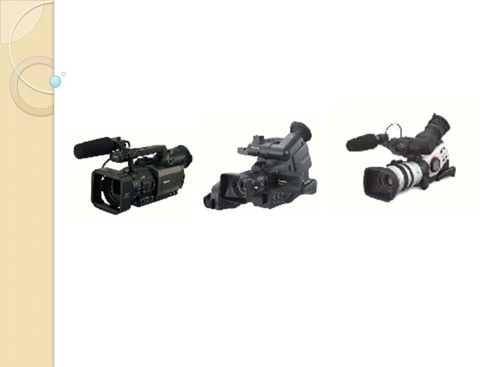 Kamera terdiri atas 3 bagian penting, yaitu : Lensa Body / tubuh kamera VCR ( Video cassette recorder ) / perekam Viewfinder Body Mic LCD monitor Lensa Gelang fokus