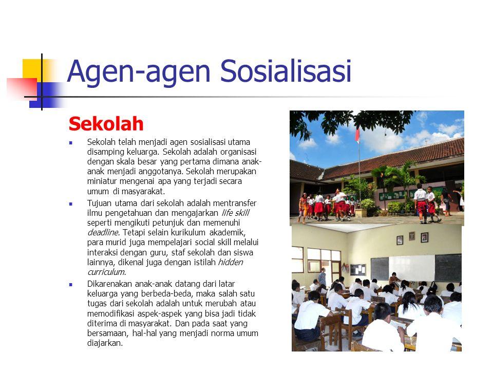 Agen-agen Sosialisasi Sekolah Sekolah telah menjadi agen sosialisasi utama disamping keluarga. Sekolah adalah organisasi dengan skala besar yang perta