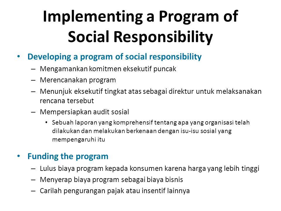 Implementing a Program of Social Responsibility Developing a program of social responsibility – Mengamankan komitmen eksekutif puncak – Merencanakan p